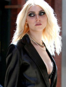 Taylor-Momsen---on-the-set-of-a-music-video-in-NYC-12