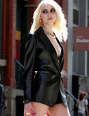 Taylor-Momsen---on-the-set-of-a-music-video-in-NYC-14