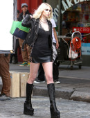 Taylor-Momsen---on-the-set-of-a-music-video-in-NYC-15