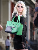 Taylor-Momsen---on-the-set-of-a-music-video-in-NYC-2