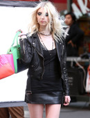 Taylor-Momsen---on-the-set-of-a-music-video-in-NYC-5