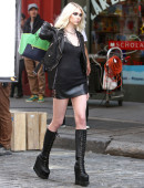 Taylor-Momsen---on-the-set-of-a-music-video-in-NYC-6