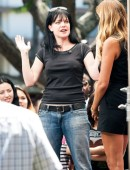 Pauley-Perrette-Pokies-on-the-set-of-Extra-in-LA-7