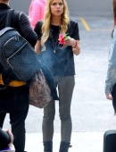 Sophie-Monk-Visitng-the-Oasis-Youth-Support-for-The-Salvation-Army-in-Surry-Hills-2