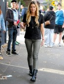 Sophie-Monk-Visitng-the-Oasis-Youth-Support-for-The-Salvation-Army-in-Surry-Hills-3