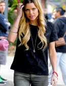 Sophie-Monk-Visitng-the-Oasis-Youth-Support-for-The-Salvation-Army-in-Surry-Hills-4