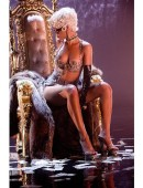 Rihanna-in-Pour-It-Up-Music-Video-Photoshoot-10