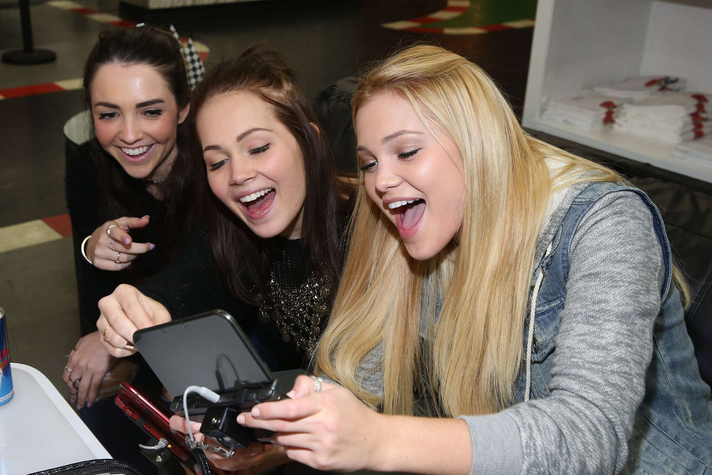 Olivia-Holt-at-Dylan-Riley-Snyder-Races-Into-His-18th-Year-With-Nintendo-10