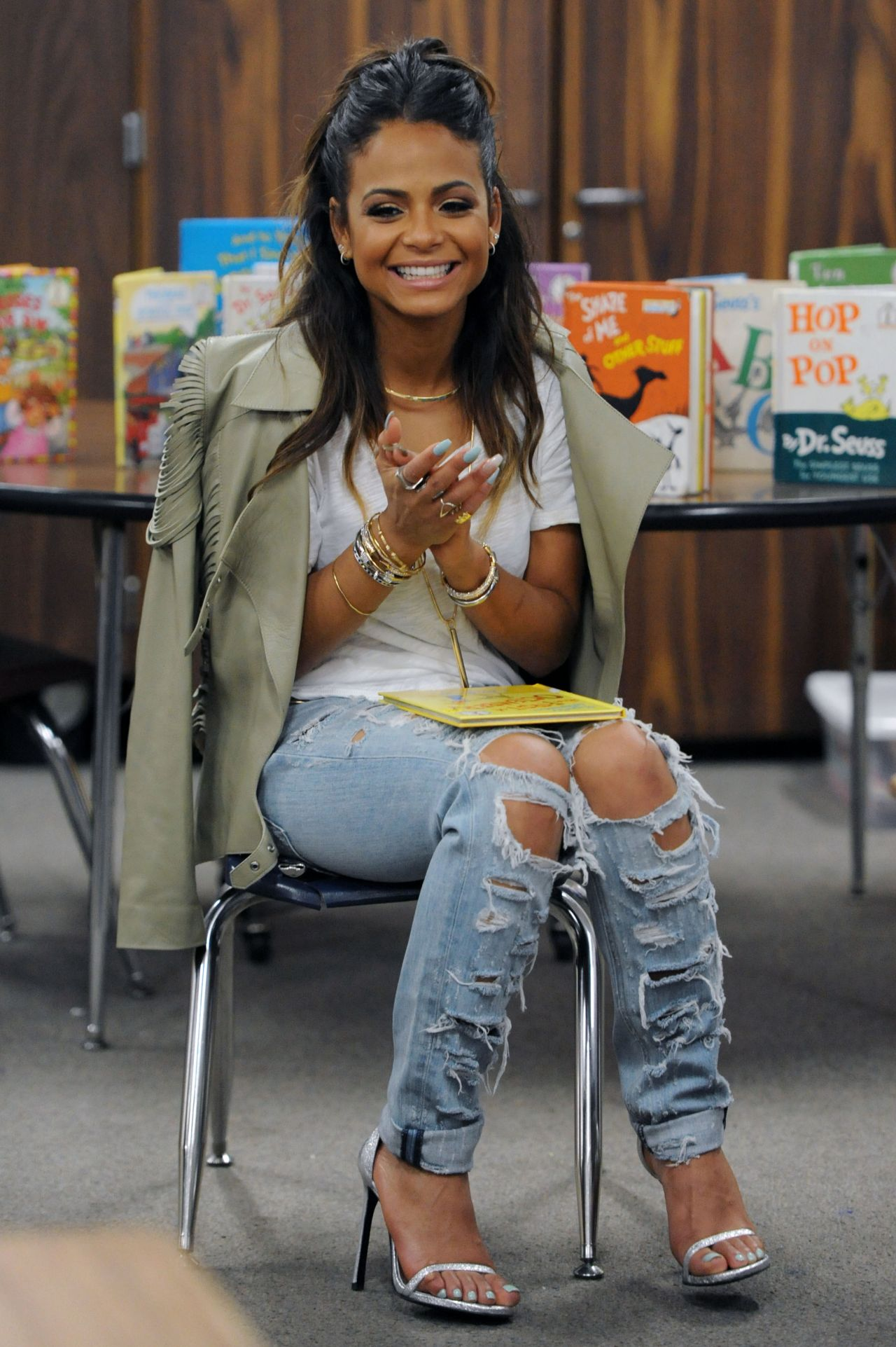 Christina-Milian-in-Ripped-Jeans-1