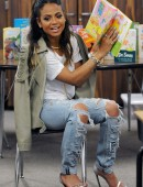 Christina-Milian-in-Ripped-Jeans-2