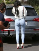 Kylie-Jenner-Booty-Tight-Jeans-1