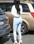 Kylie-Jenner-Booty-Tight-Jeans-3