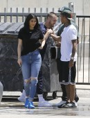 Kylie-Jenner-in-Ripped-Jeans-10