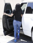 Kylie-Jenner-in-Ripped-Jeans-3