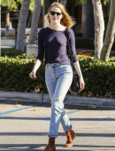 Emma-Stone-at-Grocery-Shopping-at-Ralph's-in-Malibu-1