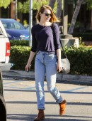 Emma-Stone-at-Grocery-Shopping-at-Ralph's-in-Malibu-2