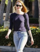 Emma-Stone-at-Grocery-Shopping-at-Ralph's-in-Malibu-4