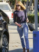 Emma-Stone-at-Grocery-Shopping-at-Ralph's-in-Malibu-6