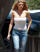 Charlotte-McKinney-in-Ripped-Jeans-7