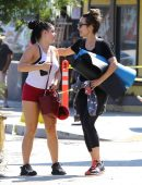 ariel-winter-booty-in-red-shorts-16