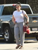 ariel-winter-going-to-grocery-shopping-in-la-4