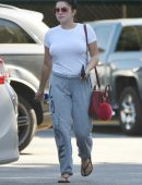ariel-winter-going-to-grocery-shopping-in-la-8