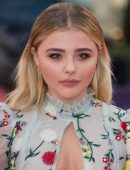 Chloe-Moretz-at-Opening-Ceremony-of-the-42th-Deauville-US-Film-Festival-17