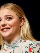Chloe-Moretz-at-Opening-Ceremony-of-the-42th-Deauville-US-Film-Festival-18