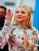Chloe-Moretz-at-Opening-Ceremony-of-the-42th-Deauville-US-Film-Festival-3