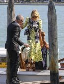 Naomi-Watts-Arriving-Private-Dock-in-Venice-Italy-3