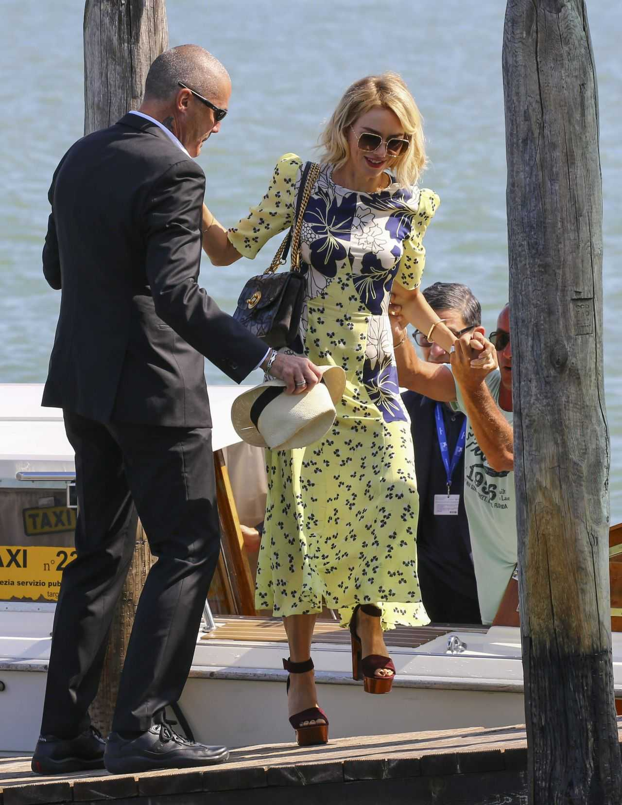 Naomi-Watts-Arriving-Private-Dock-in-Venice-Italy-4