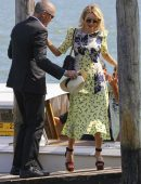Naomi-Watts-Arriving-Private-Dock-in-Venice-Italy-9