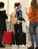 bailee-madison-in-jeans-at-pearson-international-airport-1