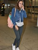 bailee-madison-in-jeans-at-pearson-international-airport-11