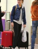 bailee-madison-in-jeans-at-pearson-international-airport-3