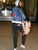 bailee-madison-in-jeans-at-pearson-international-airport-6