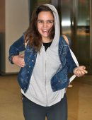 bailee-madison-in-jeans-at-pearson-international-airport-8