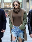 Gigi-Hadid-in-Ripped-Jeans-604