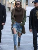 Gigi-Hadid-in-Ripped-Jeans-606