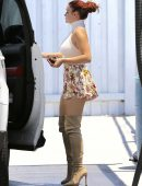 Ariel-Winter-in-Floral-Print-Shorts-17