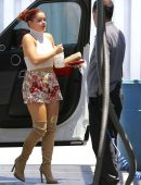 Ariel-Winter-in-Floral-Print-Shorts-3