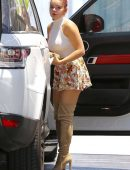 Ariel-Winter-in-Floral-Print-Shorts-6