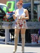 Ariel-Winter-in-Floral-Print-Shorts-8