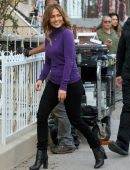 Jennifer Lopez waves Fans on the Set of 'Second Act' Filming in Queens in NYC