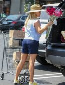 Reese Witherspoon Shopping in Shorts at Pacific Palisades
