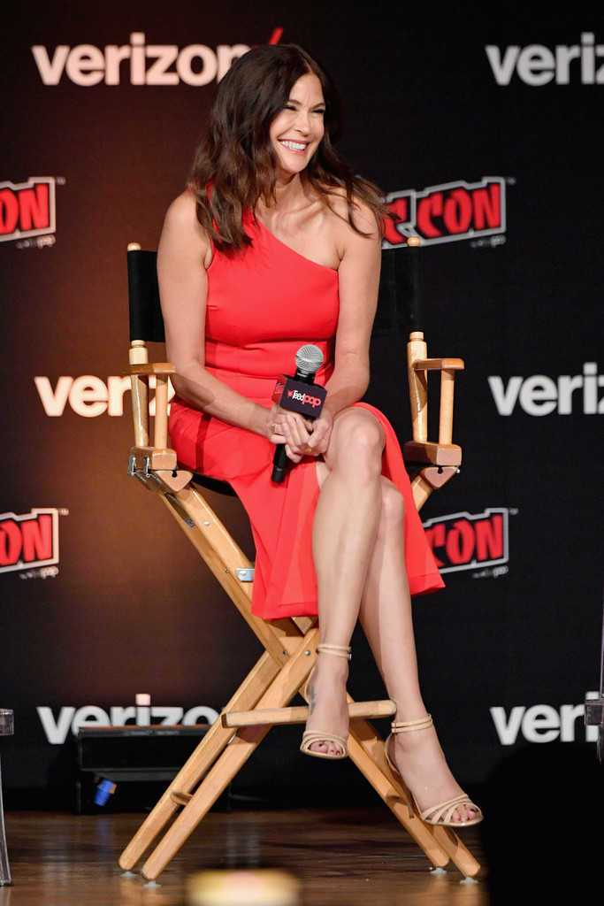 Teri Hatcher at 'Lois and Clark' 25th Anniversary Panel at New York Comic Con 2018