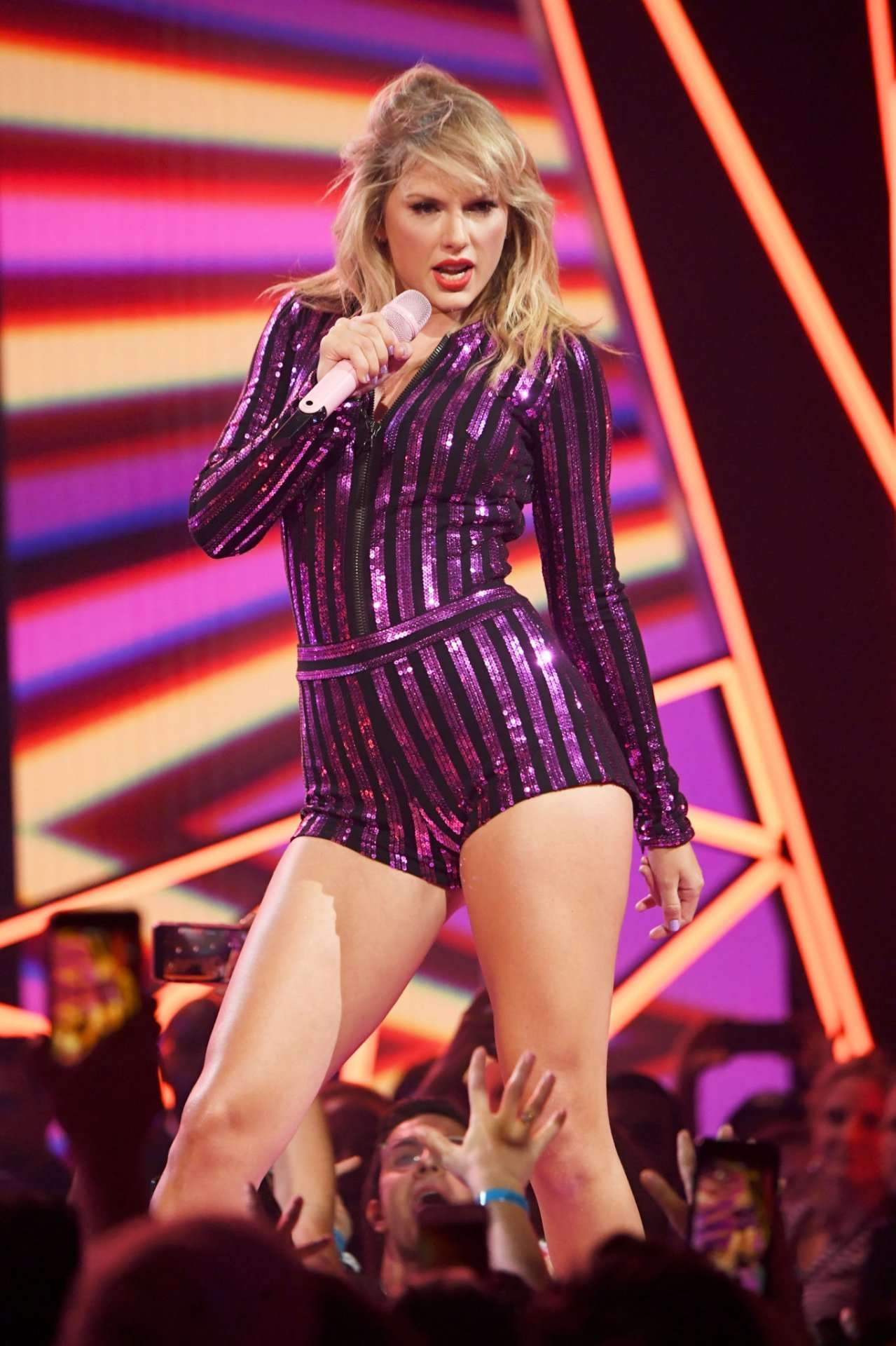 Taylor Swift Leggy, Performing Live at 2019 Amazon Prime Day Concert in New York