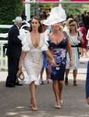 Chloe Goodman Cleavage, Arrive at Goodwood Racecourse for the Qatar Goodwood Festival