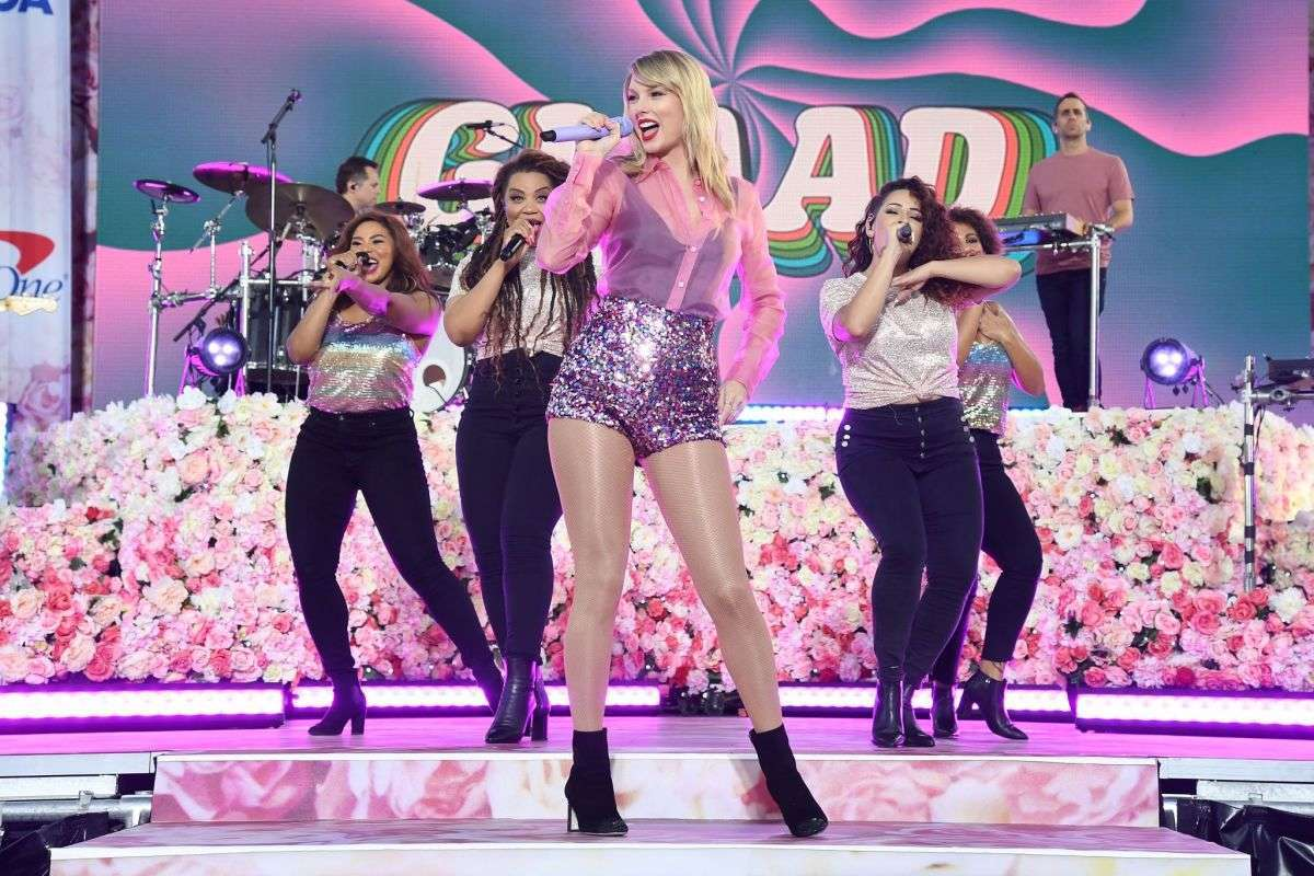Taylor Swift - Performing at Good Morning America in New York