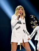 Taylor Swift Leggy and Booty at 2019 American Music Awards in Los Angeles